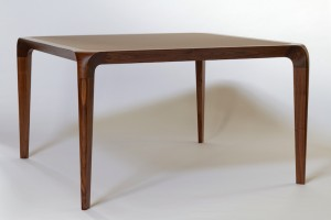 Table en noyer et lino