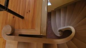Escalier en chêne à double limon courbe