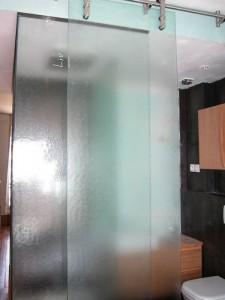 SdB S. murs et porte coulissante en verre